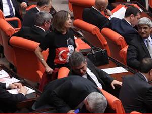 CHP'den Başörtüsüne Tişörtlü Tepki