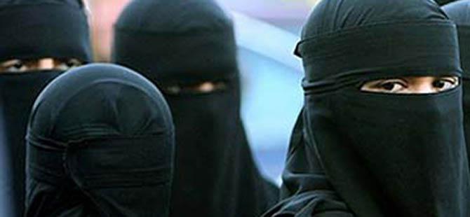 """Rusya'da Müslüman Kadınlara """"Terörist"""" Muamelesi!"""
