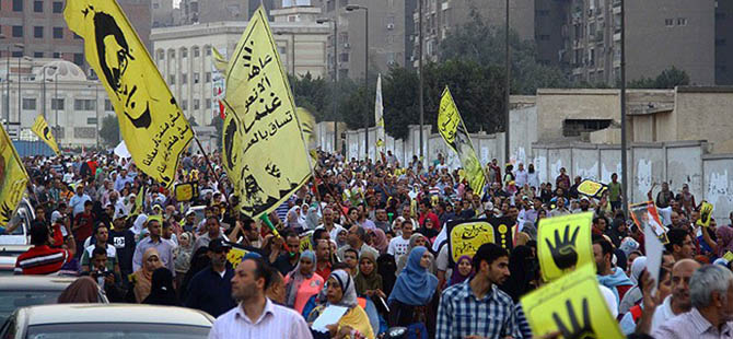 Mısır'da Mursi'ye Destek Gösterileri Sürüyor