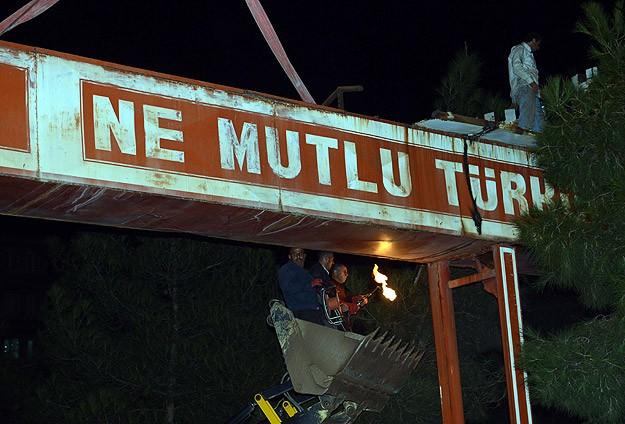 Ve Nihayet Diyarbakır'daki O Tabela Kaldırıldı