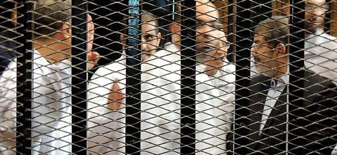 """Mursi ve Arkadaşlarına """"Yargıya Hakaret""""ten Dava"""