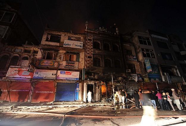 Pakistan'da Cami Yakıldı