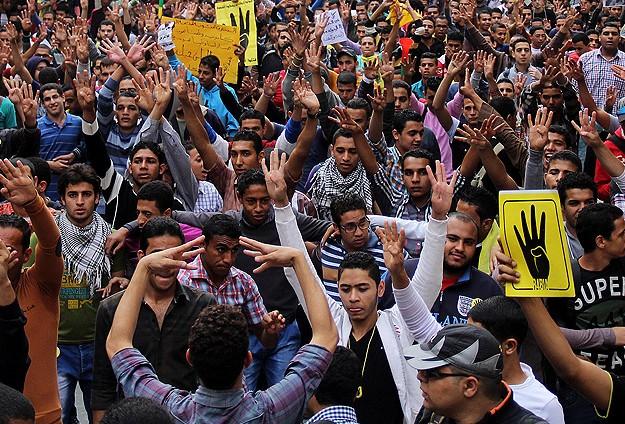 Mısır'da Polis Öğrenci Yurduna Baskın Düzenledi