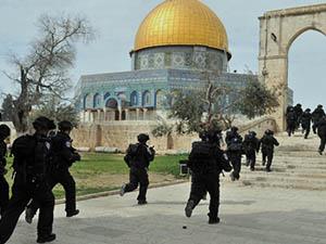 Mescid-i Aksa'da Filistinlilere Müdahale