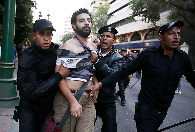 Mısır'da Yeni Gösteri Yasası Protesto Edildi