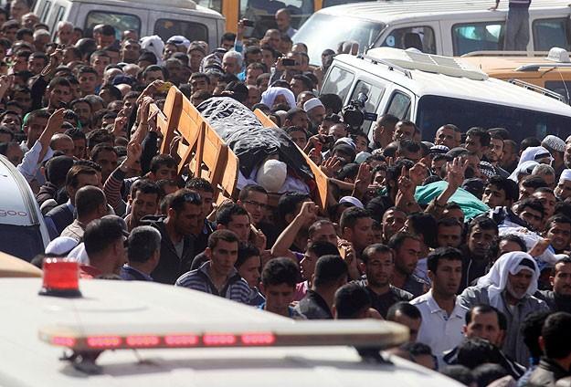 Şehit Filistinli Gençler İçin Cenaze Töreni