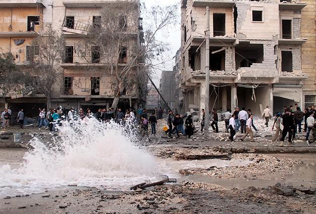 """Esed'ten Halep'e """"Varil Bombalı"""" Saldırı: 12 Ölü"""