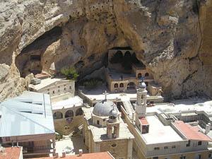 SRGC: Rahipler Güvenli Bölgeye Götürüldü