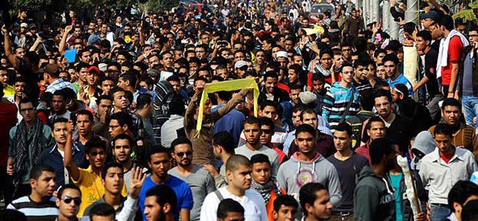 """""""Sabah 7 Hareketi""""nden Ceza Alan Kız Öğrencilere Destek"""