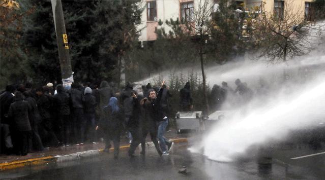 Diyarbakır'da Olaylı Gösteri