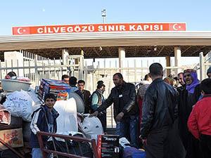 """Üç Sınır Kapısı Suriyelilerin """"Can Damarı"""""""