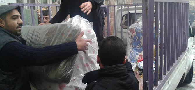 Diyarbakır'da Donmak Üzereyken Bulunan Aileye Yardım Edildi
