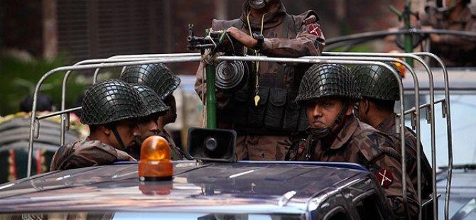 Bangladeş'teki Seçimlerde Kan Aktı