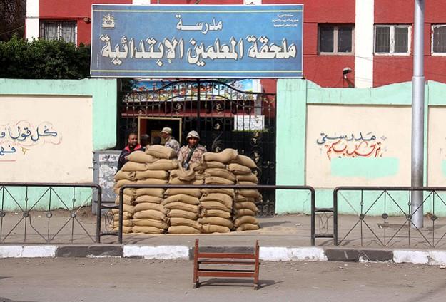 Mısır'da Seçim Merkezleri 'Kışla' Gibi