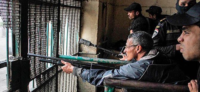 AA Kameramanı Mısır'daki Gösterilerde Yaralandı