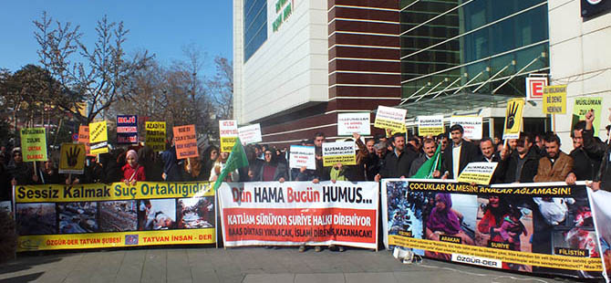 """Tatvan'da """"İnsanlık Onuru Suriye'de Ölmesin"""" Eylemi"""