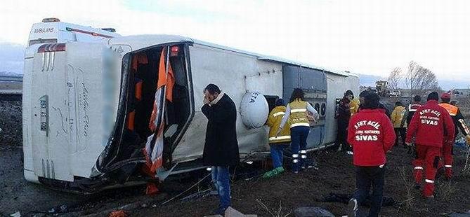 Sivas'ta Yolcu Otobüsü Şarampole Devrildi: 9 Ölü