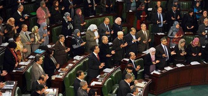 Tunus'un Yeni Hükümeti Dualarla Göreve Başladı