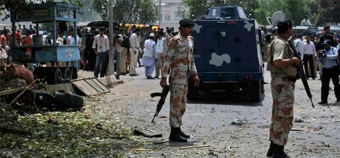 Pakistan'da Polis Otobüsüne Canlı Bomba Saldırısı