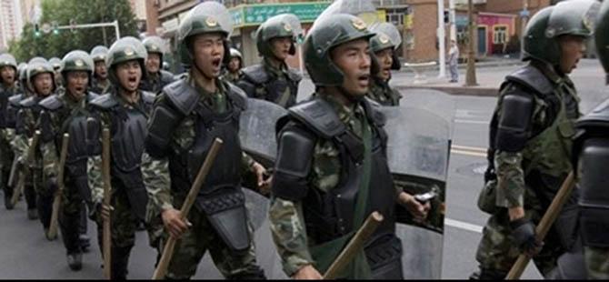 """İşgalci Çin, 5 Doğu Türkistanlıyı """"Dinî Film"""" İzledikleri İçin Tutukladı!"""