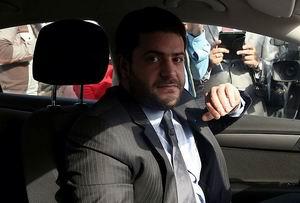 Mursi Duruşma İçin Mahkeme Salonuna Getirildi