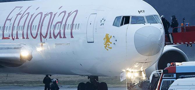 Kaçırılan Uçak Cenevre'ye İndirildi