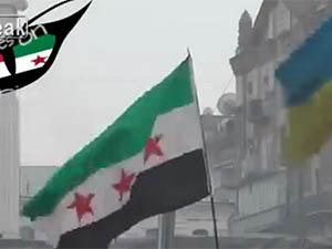 Ukrayna'da Özgür Suriye Bayrağı