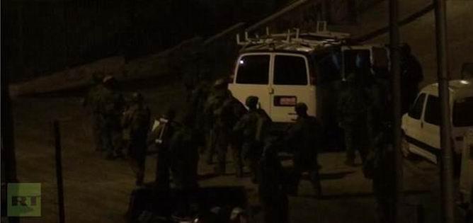 İsrail İşgal Güçleri Batı Şeria'da Baskın Yaptı
