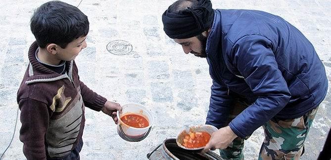 ÖSO Halep'te yemek dağıtıyor