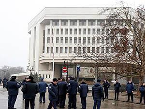 Kırım'da Başbakanlık ve Parlamento İşgal Edildi