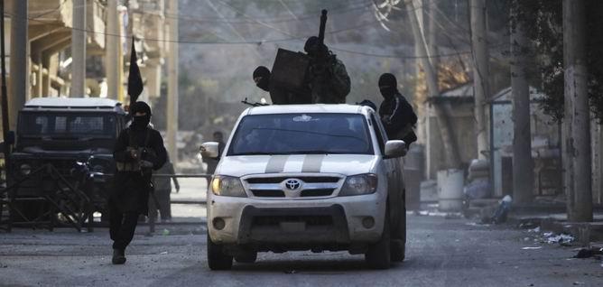 IŞİD Türkiyeli 28 TIR Şoförünü Rehin Aldı