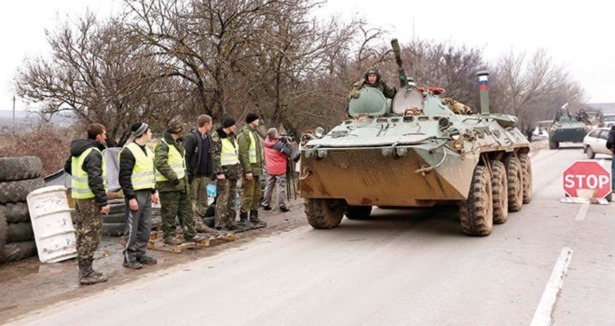 Ruslardan Kırım'a Bayraksız İşgal