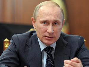 Putin Açıklamalarda Bulunuyor