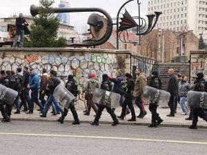 Bosna Hersek'te Göstericilere Polis Müdahalesi