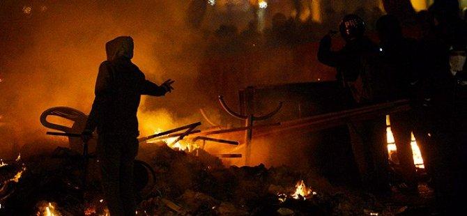 AK Parti Seçim İrtibat Bürolarına Saldırı
