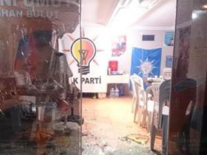 İstanbul'da AK Parti Seçim Büroları Ateşe Verildi