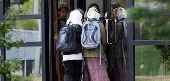 İsviçre'de Okula Başörtüsü Yasağı