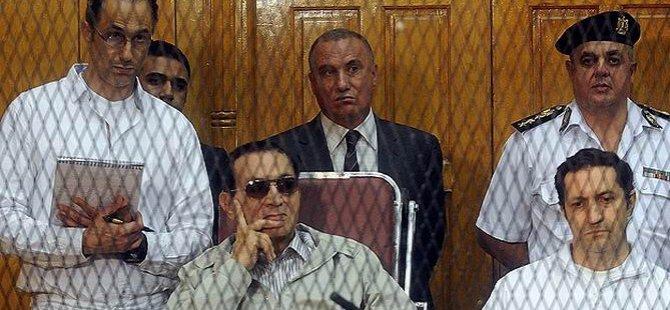 Diktatör Mübarek'in Adayı Darbeci Sisi