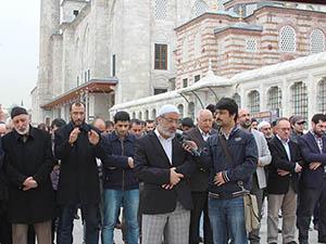 Muhammed Kutub İçin Gıyabi Cenaze Namazı Kılındı