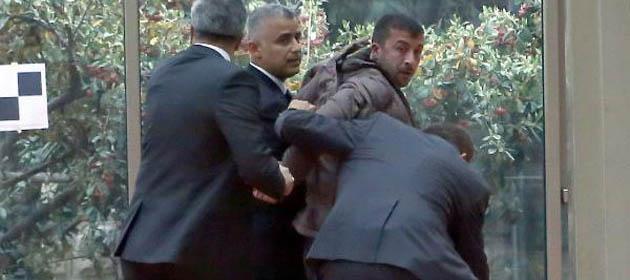 Özdil, Ahmet Türk'e Atılan Yumruğu Savunmuştu