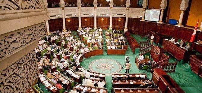 Libya Meclisi'ni Silahlı Milisler Bastı