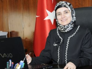 Türkiye'nin İlk Başörtülü Rektörü Oldu
