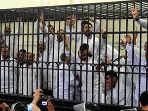 Mısır'da Cunta Mahkemesi Yine Ceza Yağdırdı