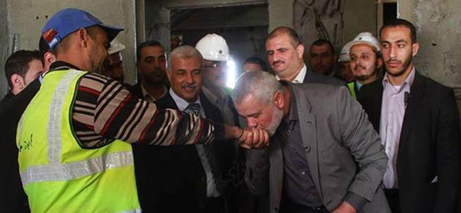 Filistin Başbakanı, İşçinin Elini Öptü