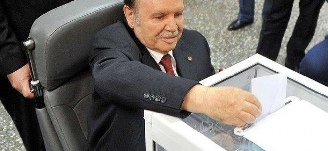 Cezayir'de Abdulaziz Buteflika Tekrar Seçildi
