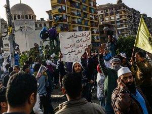 Mısır'da Seçim Protesto Ediliyor
