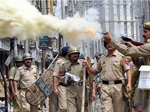 Keşmir'de 500 Kişi Gözaltına Alındı