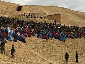 Afganistan'da Batan Köy Toplu Mezar Oldu