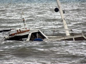 Yemen'de Kaçakları Taşıyan Tekne Battı