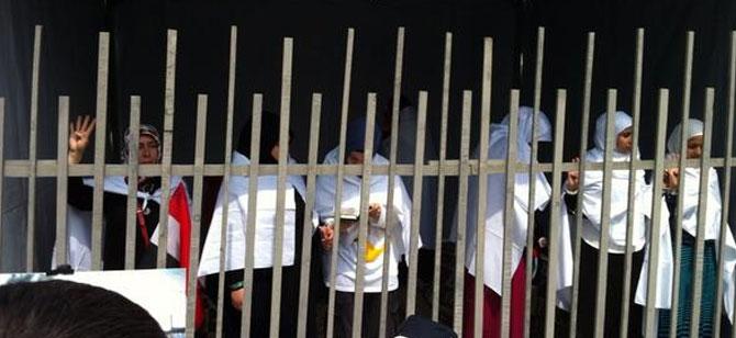 """Eminönü'nde Eylem: """"Mısır İçin Aç Kal!"""""""